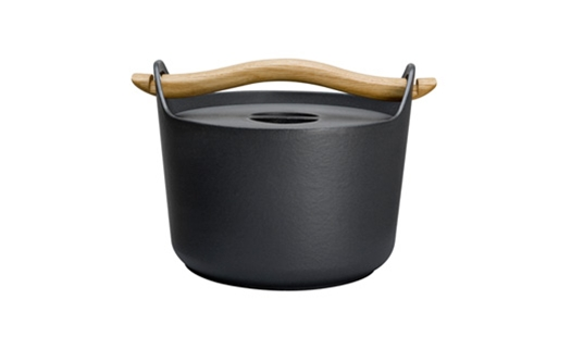 Iittala - Sarpaneva Cast Iron Pot by Timo Sarpaneva